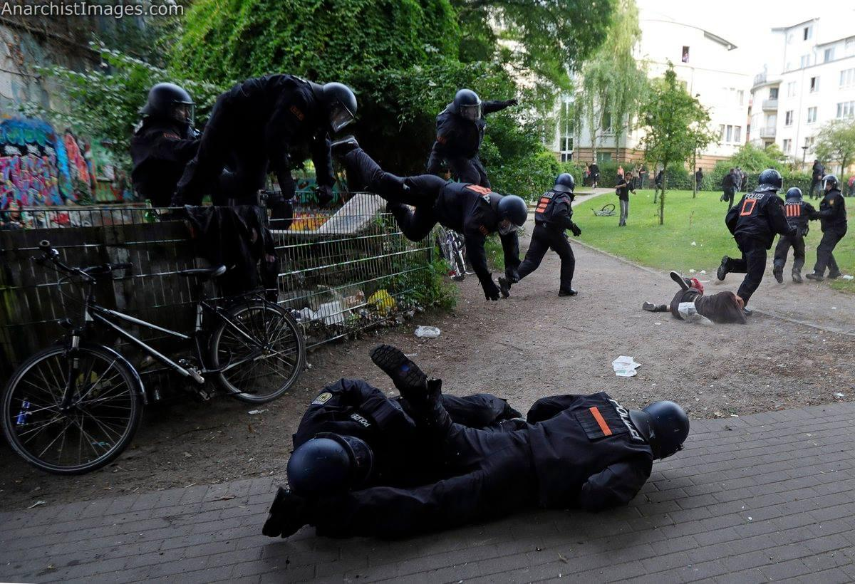 When bananas are ripe they tend to fall! #NoG20 #Hamburg
